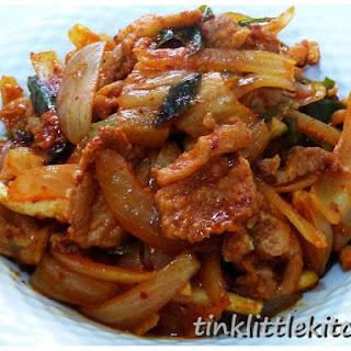 Jeyuk Bokkeum (Korean Stir Fried Spicy Pork) 韩式辣炒猪肉