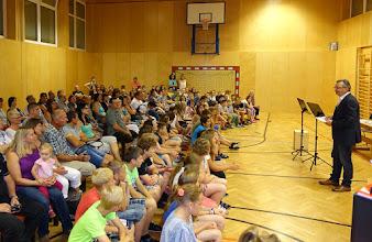 Photo: Begrüßung der Schüler und Eltern durch Herrn OSR Weber