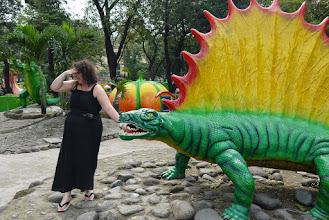 """Photo: Nausicaa joue le rôle de Tyr dans la tragédie grecque """"Nausicaa contre Fenrir l'iguanodon"""""""