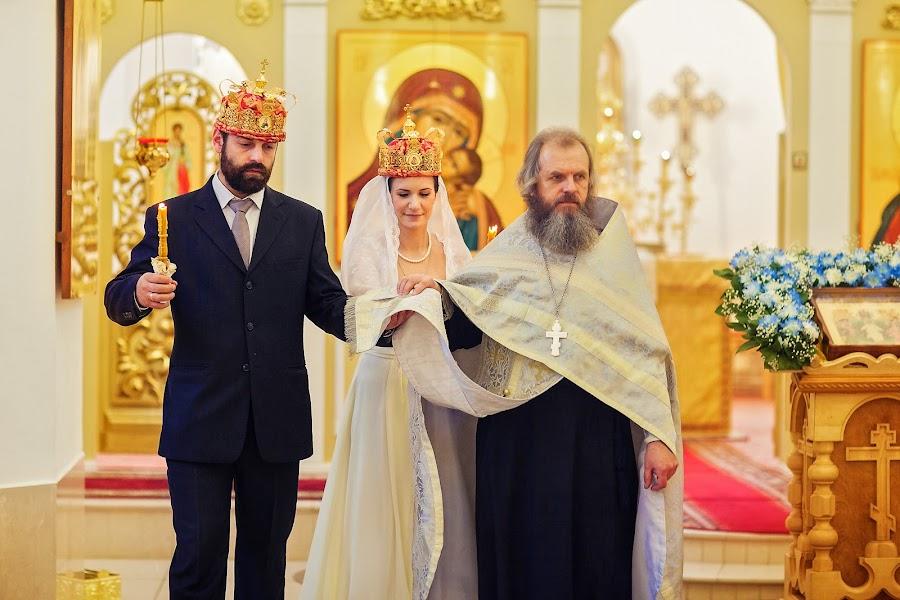Wedding photographer Galina Arsenova (fotojunior). Photo of 10.02.2014