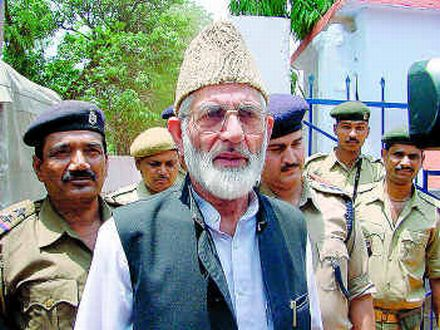 Geelani's detention at Delhi airport dondemned