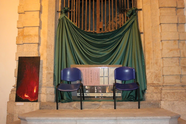 sedie blocca ingresso animali di Antonio De Felice