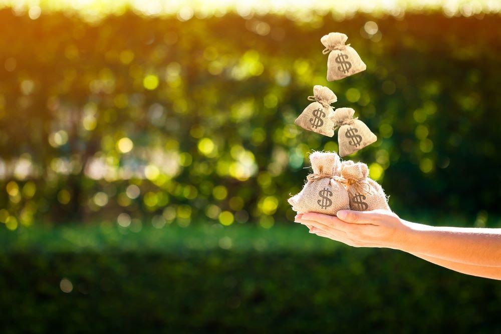 kết hợp tiết kiệm và đầu tư