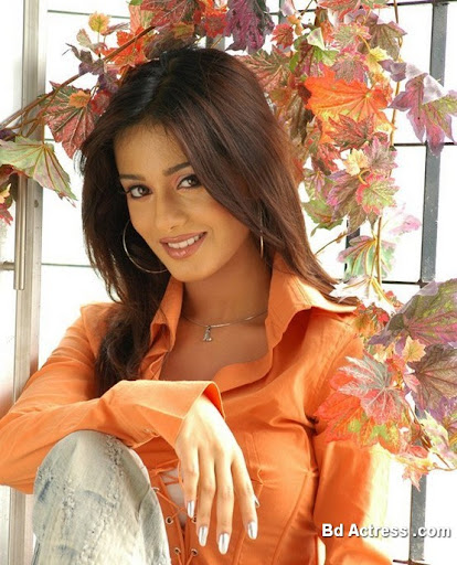 Bollywood Actress Amrita Rao Photo-04