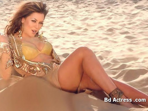 Bollywood Actress Mahima Chaudhary Photo-04
