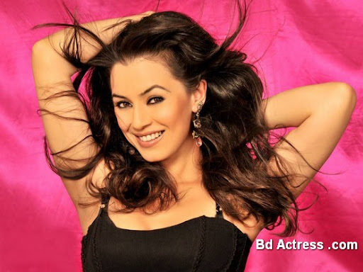 Bollywood Actress Mahima Chaudhary Photo-03
