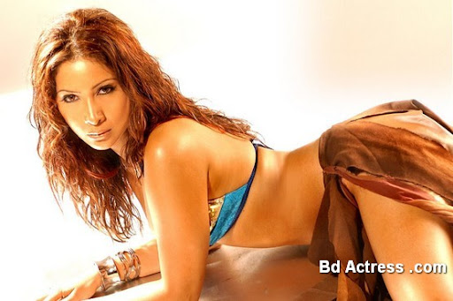 Bollywood Actress Kim Sharma Photo-07
