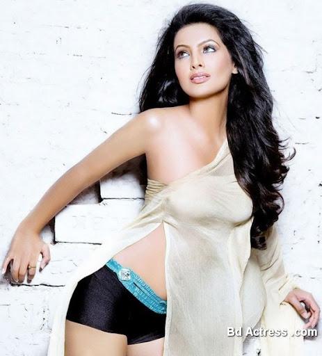 Bollywood Actress Geeta Basra Photo-05