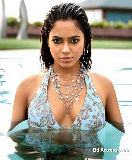 Bollywood Actress Sameera Reddy Photo-03