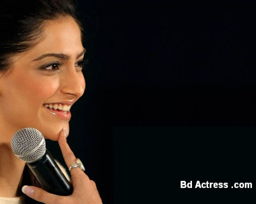 Bollywood Actress Sonam Kapoor Photo-05