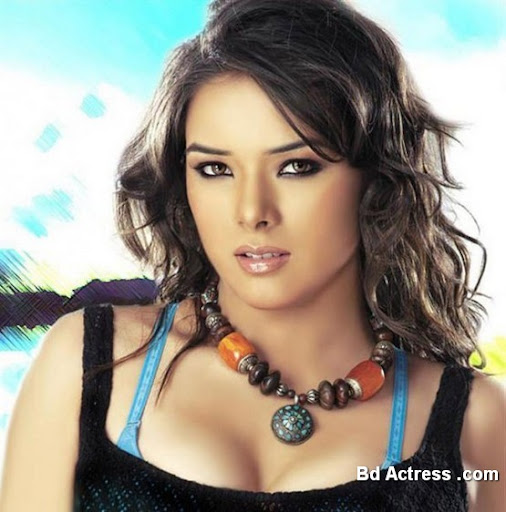 Bollywood Actress Udita Goswami Photo-01