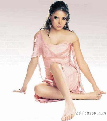 Bollywood Actress Udita Goswami Photo-05