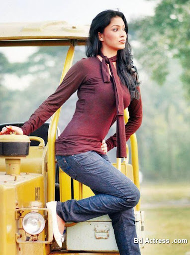 Bangladeshi Model Nabila Karim on road