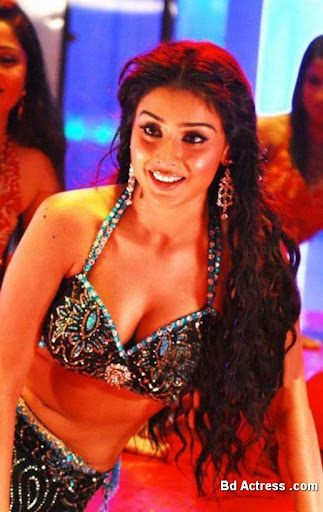 Indian Model Shriya Saran dance show
