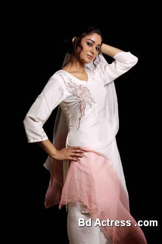 Pakistani Model Ady picture