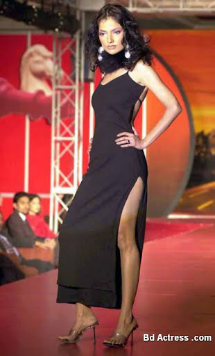 Pakistani Model Natasha in fashion show