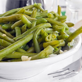 Flavorful String Beans with Garlic & Lemon Sauce