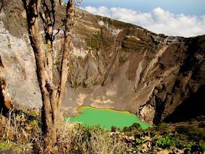 Photo: Le cratère pricipal du volcan Irazu, profondeur 300 m, diam. 1 km au Costa Rica