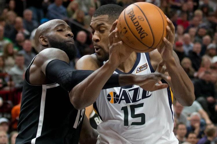 Utah Jazz wint de topper in de NBA van Philadelphia