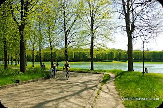 Photo: Le Parc de Versailles - e-guide balade à vélo dans Versailles et son parc par veloiledefrance.com Versailles park - cycling guide in Versailles park and chateau by veloiledefrance.com