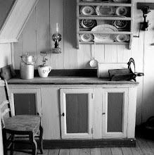 Photo: Keuken:  waar is nu de kraan? ik kan mij nog herinneren dat de kraan even verderop was ''met daaronder een emmer'' de emmer stond in een putje ik was toen nog klein, het maakte wel indruk op mij.