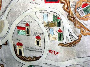 """Photo: Die Klöster auf der Insel REICHENAU: 'Monast. Ste. Mariae' (jetzt Mittelzell), 'Cella Ste. Georgu' (Oberzell) und Niederzell auf der Insel Reichenau, """"wo es keine Schlangen gibt""""; rechts davon arbona castrum und die Stadt Konstanz ('constancia civ.')."""