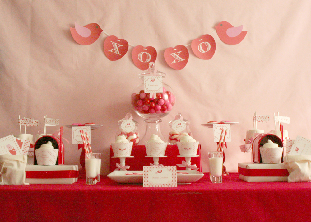 XOXO Love Letters Dessert Table