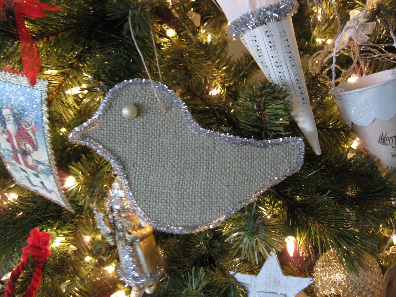 a little birdie ornament & a look at my finished tree