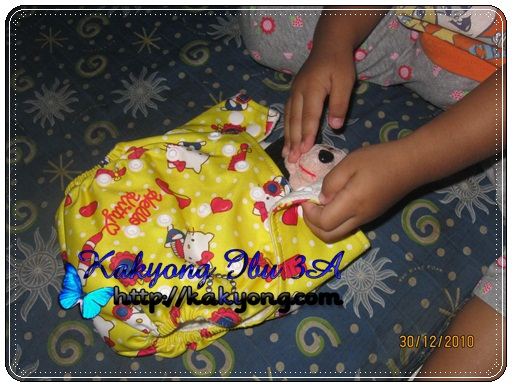 bear pakai CD hello kitty