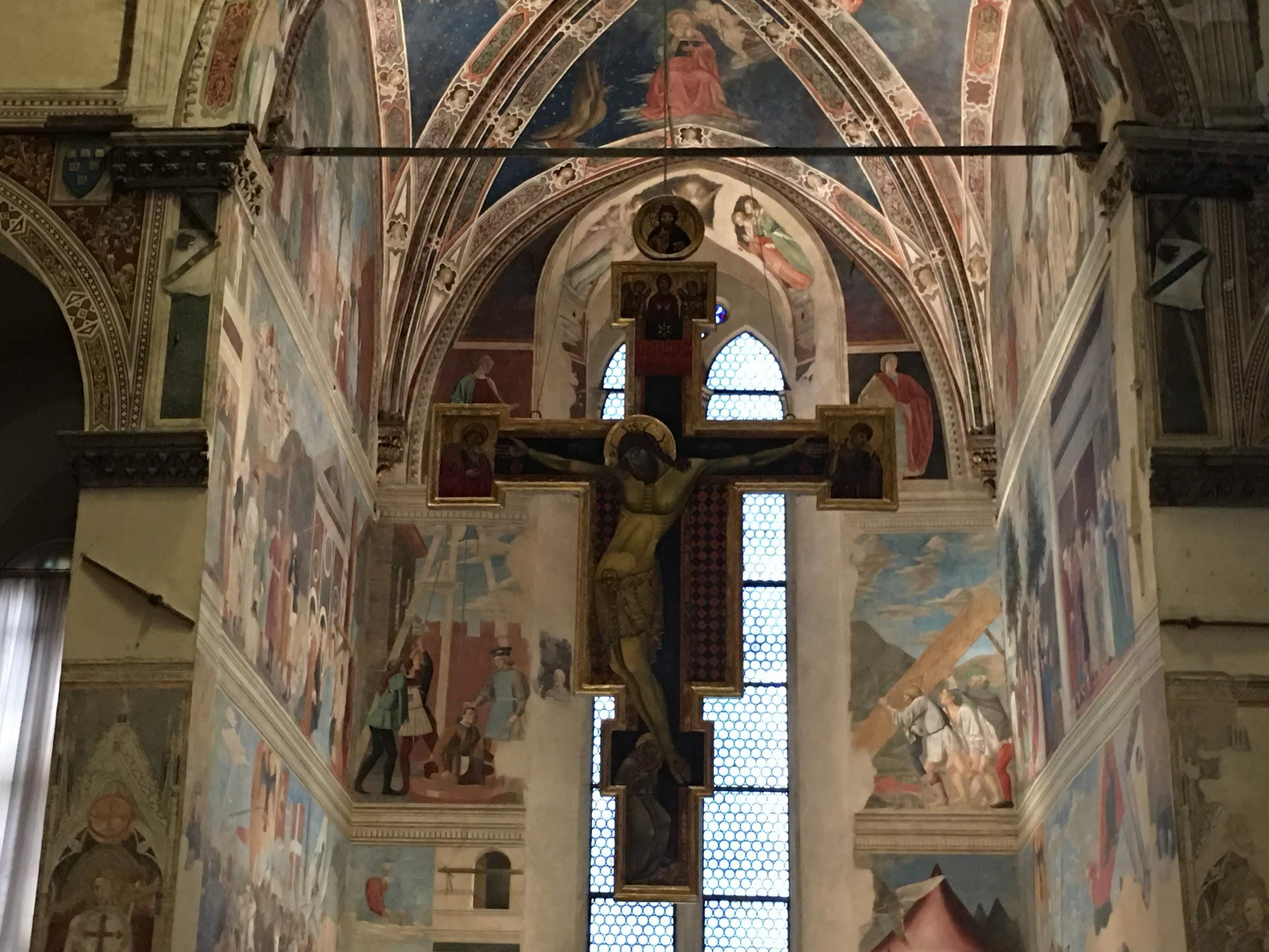 La Cappella Bacci nella Basilica di San Francesco, con il Crocifisso del Maestro di San Francesco e Le Storie della Vera Croce di Piero della Francesca