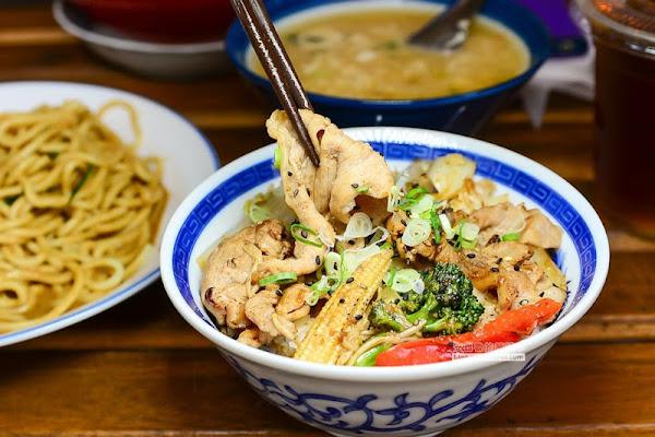 阿公食堂-涼麵-踩著滑板來新莊廟街夜市吃傳統涼麵+味增蛋花湯
