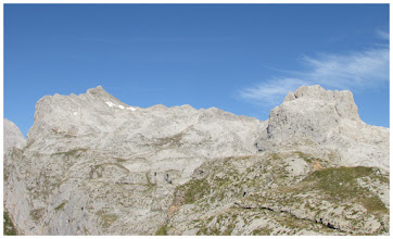 Photo: La Padierna al fondo/izq. y a la derecha: pico San Carlos y por delante del mismo: T. de Altaiz.