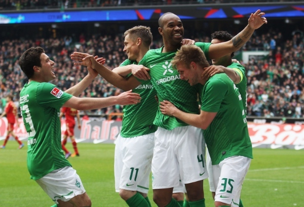 Photo: BREMEN, GERMANY - APRIL 21:  Naldo (C) of Bremen celebrates with his team mates after scoring his team'S first goal during the Bundesliga match between SV Werder Bremen and FC Bayern Muenchen at Weser Stadium on April 21, 2012 in Bremen, Germany.  (Photo by Joern Pollex/Bongarts/Getty Images)