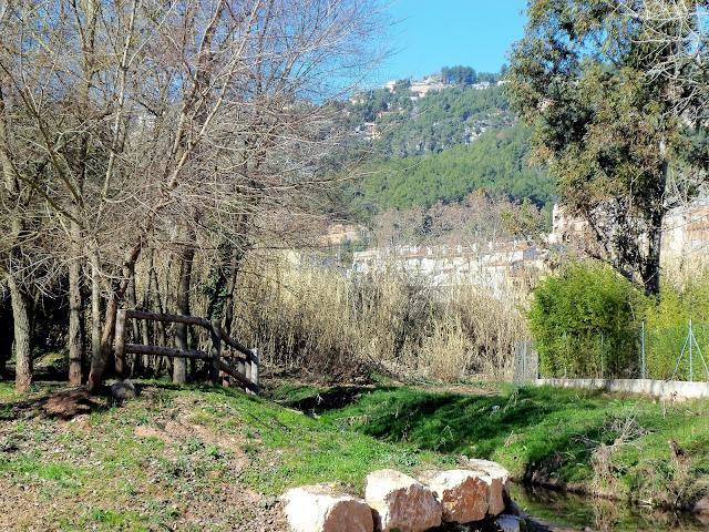 Vistes des de la Font del Marge de la Riera de La Palma i les penyes de Fontpineda (Pallej&agrave;). <b>Autor: Konfrare Albert</b>