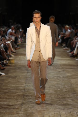 2011 According to Cerruti