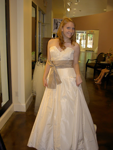 Stunning Simple Bridal' Wedding Gown 2010