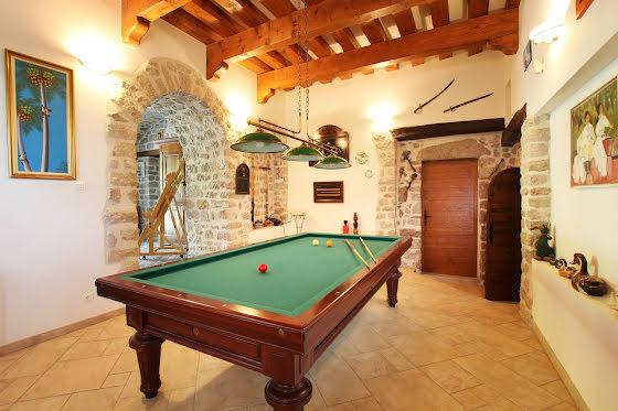 Vente propriété 9 pièces 700 m2