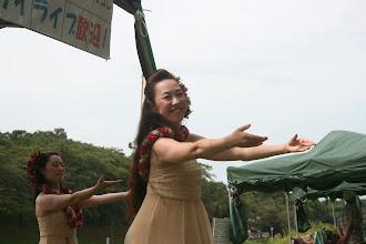 Photo: 東深井福祉会館で毎週土曜日に練習を行っているハウラフラナポマコレさんによるうんがいい!ライブ
