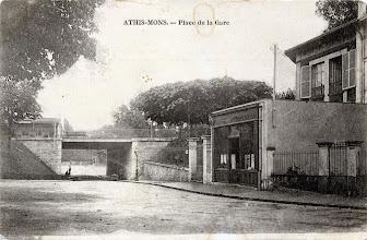 Photo: Athis-Mons. — Place de la Gare