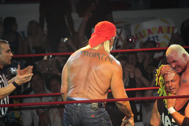 Hulk Hogan shows off back tattoo, scars in no-name Canada town