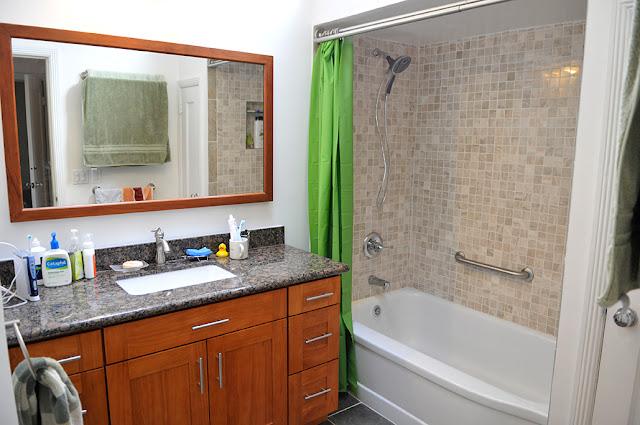 新厕所,淋浴和浴缸合并了