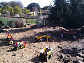 大班孩子的沙坑和玩具