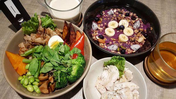 BOWL Fast Slow Food|營養吃最真實的健康餐。今天派出紫色果昔哄小朋友吧!
