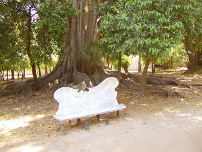 Sizilien - Palermo - Parkbank in der Villa Trabia