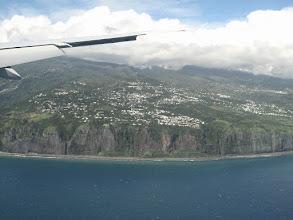 Photo: #001-Arrivée sur La Réunion, vue sur la route N1 et les falaises du littoral.