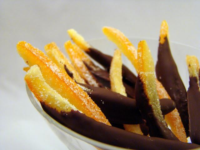 Palitos de naranja confitados con chocolate