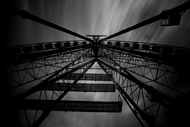 The big dark wheel di Massimiliano_Montemagno