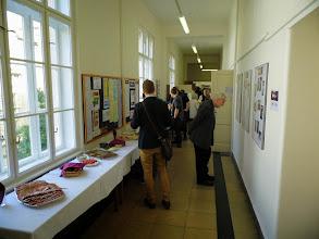 Photo: Na chodbě čekalo občerstvení, hosté si pročítali výstavu (zde Vít Závodský, syn Artura Závodského).
