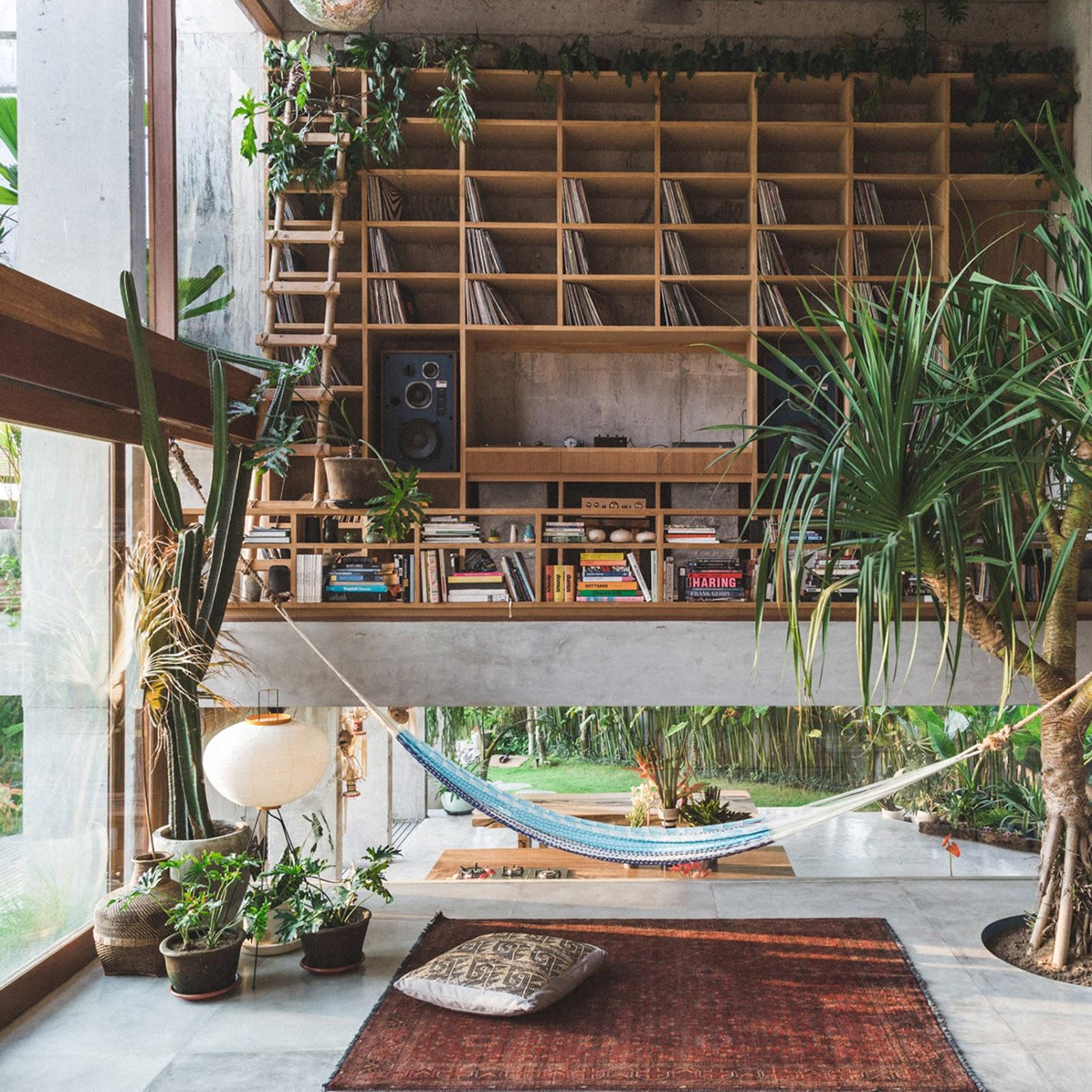 Inspirasi hunian bergaya tropikal yang nyaman dan santai - source: dezeen.com