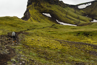 Photo: The path arcs to the right up to the Morinsheiði plateau